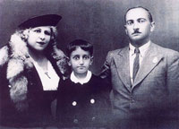 Георгий Подгорный вместе с матерью Егине Парзян и отцом Эммануилом Подгорным